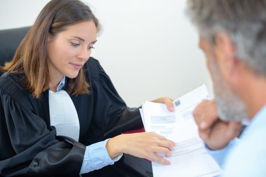 prawnik, klient i dokumenty