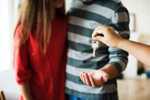 Kupno nieruchomości na licytacji komorniczej a wspólność majątkowa małżonków